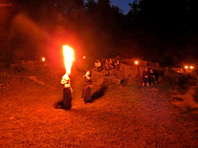 Нощен поход, възстановка и огнено шоу на Мишкова нива