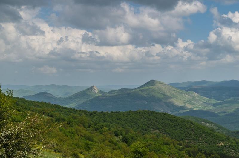 До връх Сиври баир и водопад Куза скока в Източна Стара Планина
