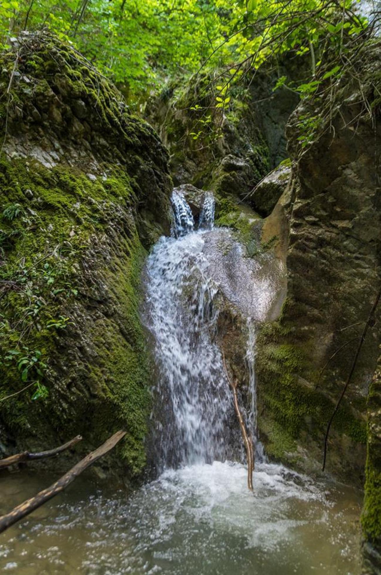 Водопад Скока, пещера Сарая, светилище Софрата - с. Веселиново