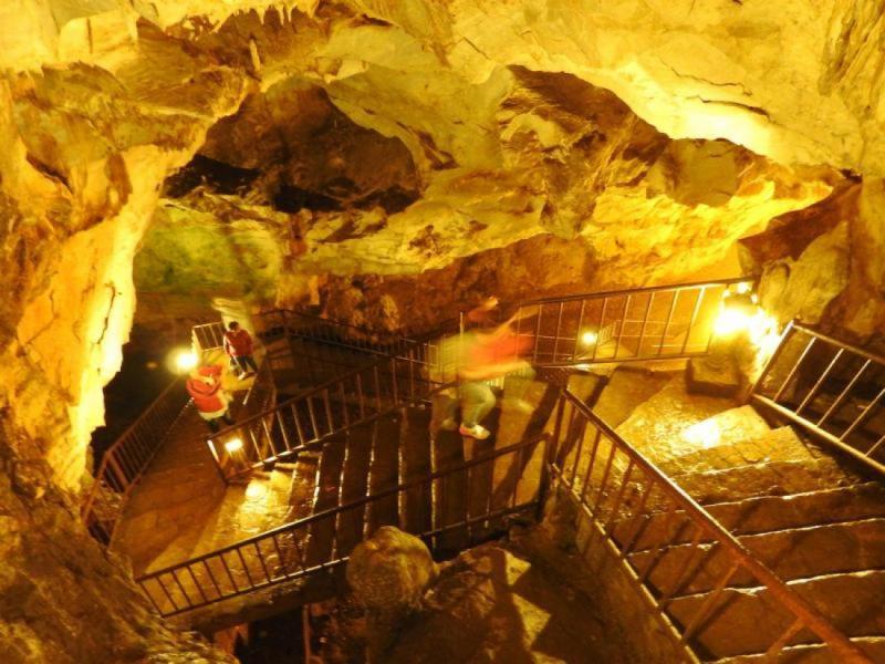 Пещерата Дупница в Турция - връх Голямо Градище и Бастет
