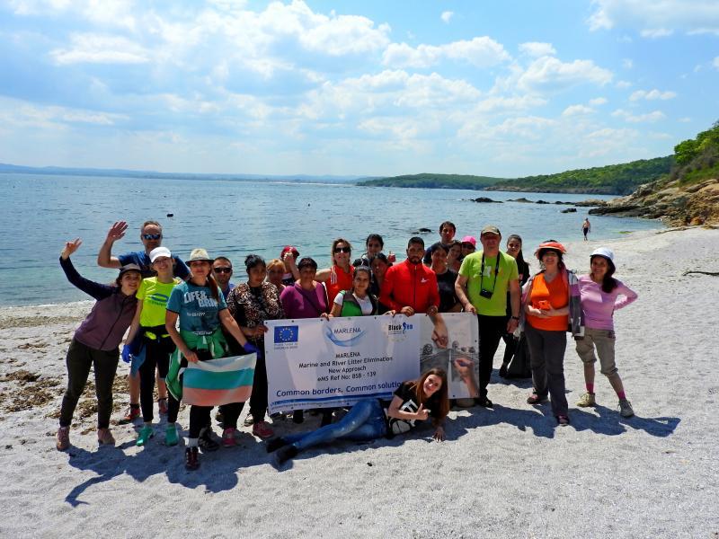 Почистване на труднодостъпни плажове по геомаршрут Ахтопол - Устие на река Велека