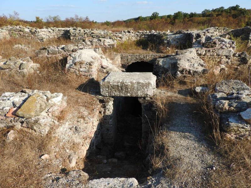 Деултум край село Дебелт и Парорийски манастир край село Воден